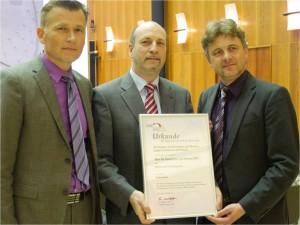 (OB Dr. Frank Mentrup (r), KHK Leo Keidel (m) und Dr. Bojan Godina (l) in Karlsruhe)